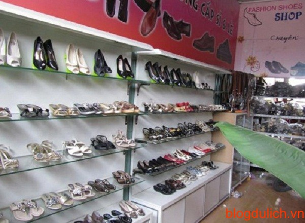 Shop giầy trong trợ Nhà Xanh