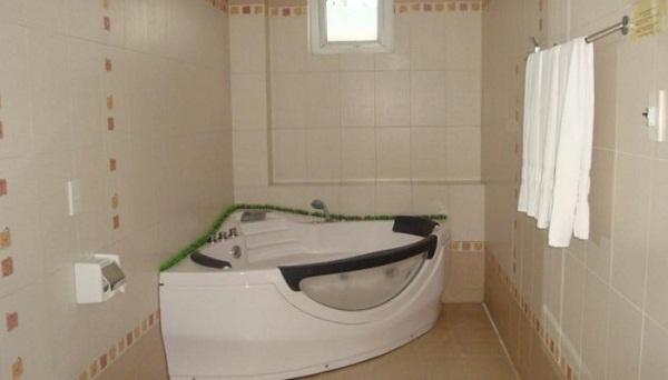 Phòng tắm khách sạn Jimmy