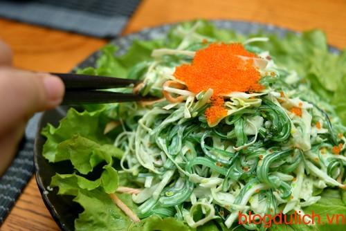 Salat có giá 35.000 - 45.000 đồng/đĩa.