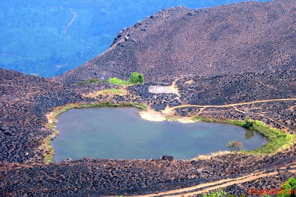 Hồ hình trái tim trên đường đến Chembra Peak, Wayanad, Kerala