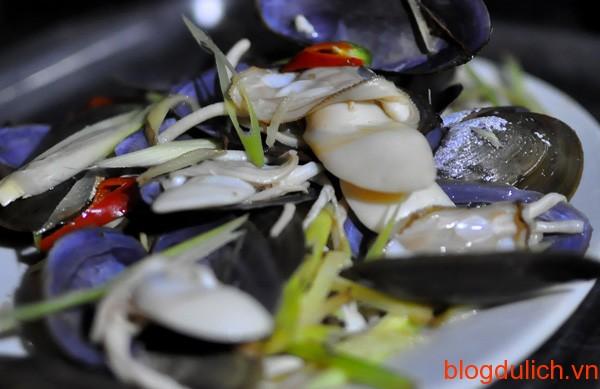 ẩm thực vỉa hè Hạ Long