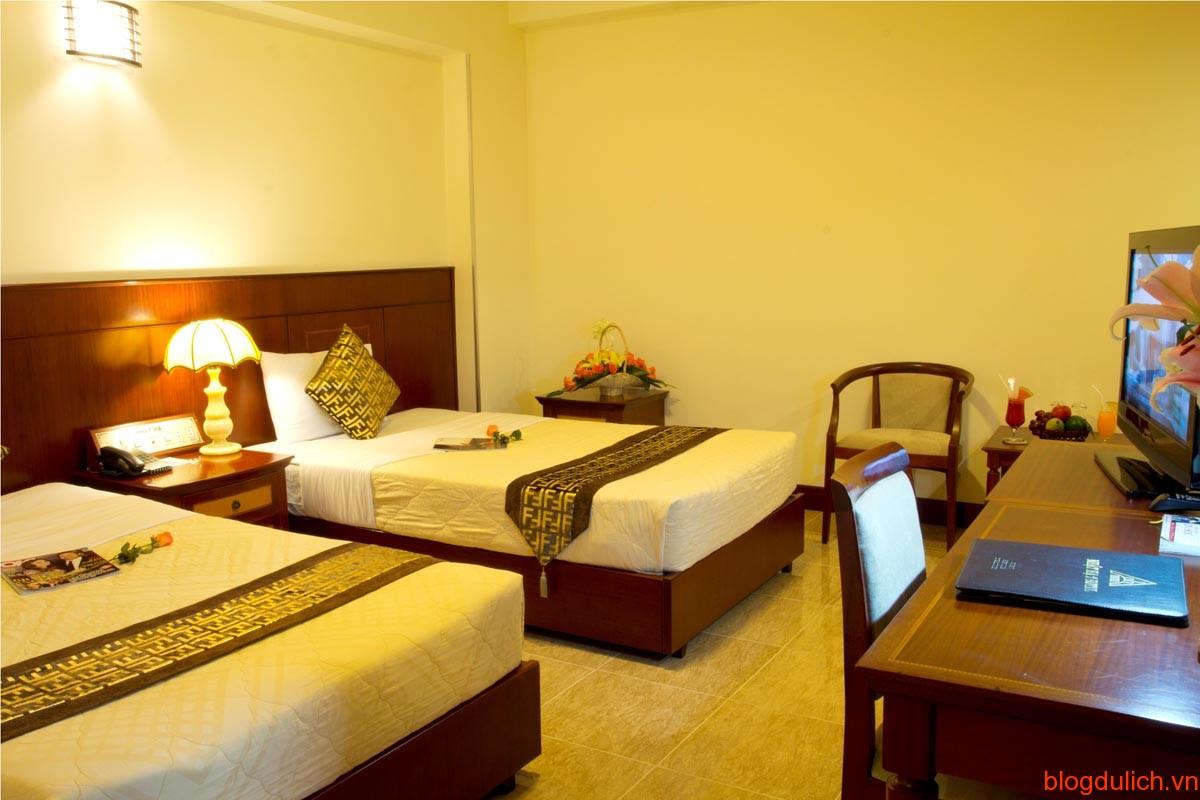 khách sạn hoan kiem lake