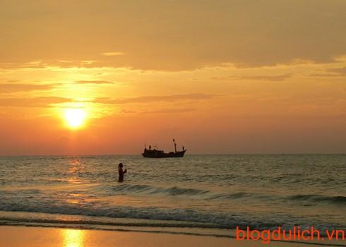 Biển Vũng Tàu đẹp lung linh trong ánh nắng vàng