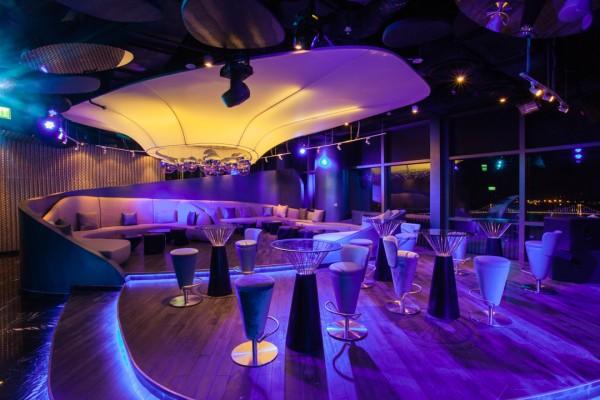 Sky Bar SKY36 cao nhất Việt Nam nằm tại tầng cao nhất của khách sạn Novotel DaNang Premier Han River