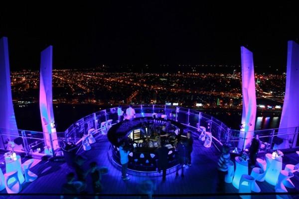 Sky Bar SKY36 cao nhất Việt Nam nằm tại tầng cao nhất của Novotel DaNang Han River