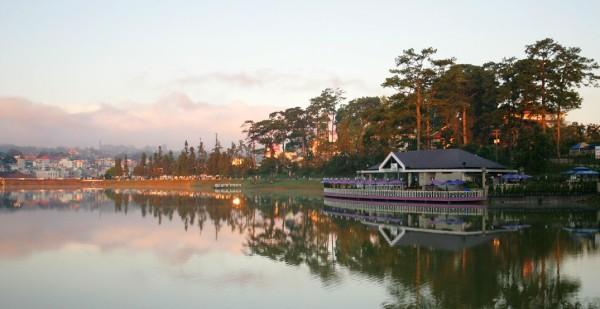 Vẻ đẹp thơ mộng của Hồ Xuân Hương