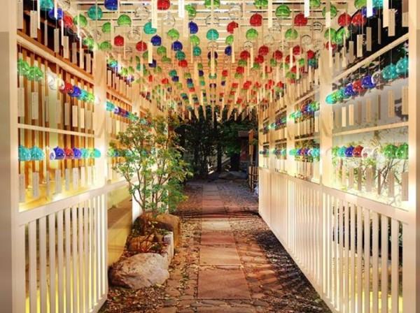 viết ước mơ lên giấy tại hội chợ Nhật Bản ở Hà Nội