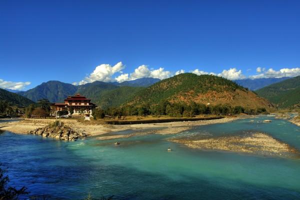 Du lich mot minh Bhutan