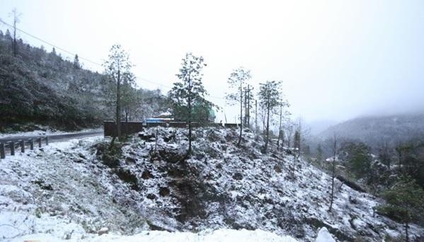 Sapa tuyết phủ trắng lung linh huyền ảo