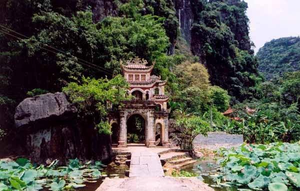NB- chùa bích động