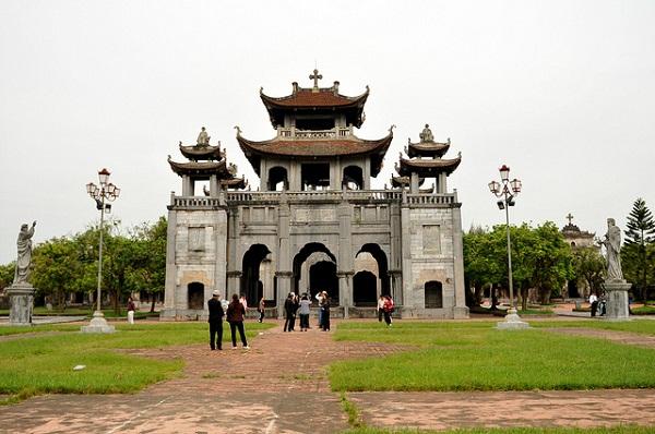 NB- nhà thờ đá Phát Diệm