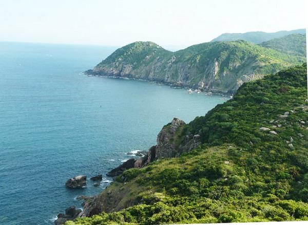 Biển Phú Yên nhìn từ hải đăng Mũi Điện