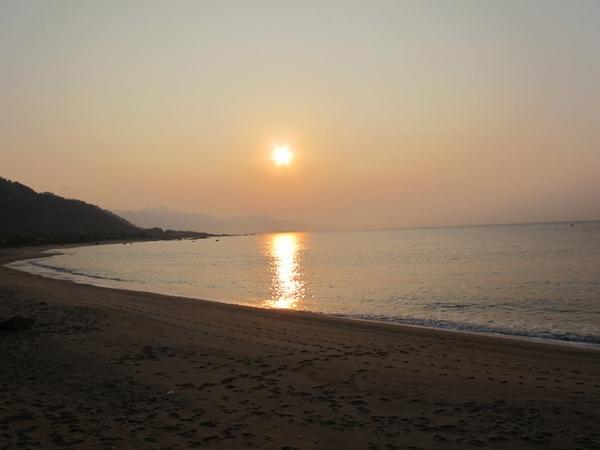 Bình minh trên biển Cà Ná