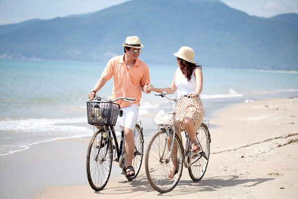 Lang thang ngắm biển bằng xe đạp cũng là trải nghiệm vô cùng thú vị khi đến Hội An
