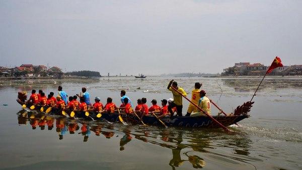 Lễ hội đua thuyền truyền thống trên sông Cà Ty