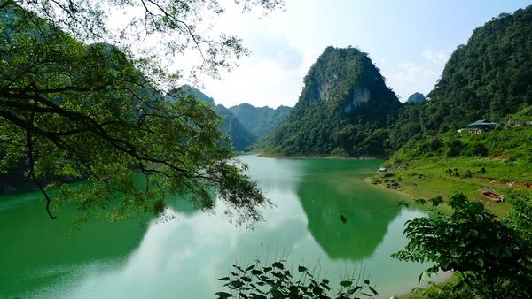 Xanh ngắt hồ Thang Hen
