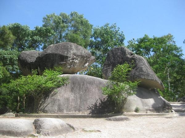 Hòn Trống Mái - một trong những biểu tượng của Sầm Sơn