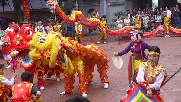 Sôi động lễ hội truyền thống Đền Đô