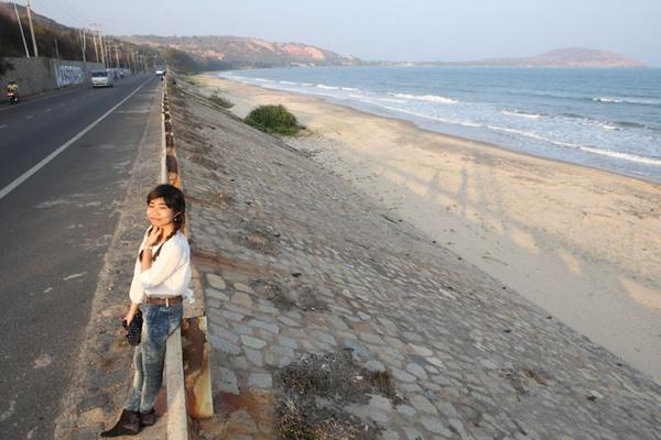 """""""Lãng tử"""" dừng chân hoàng hôn trên cung đường biển Phan Thiết"""