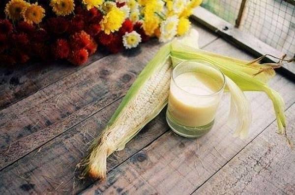 Tuy không được ưa chuộng bằng sữa ngô nóng nhưng sữa ngô đánh đá cũng dễ dàng khiến bạn say mê