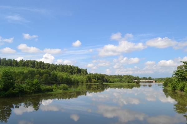 Thư giãn trên hồ Thạch Bàn xanh ngắt