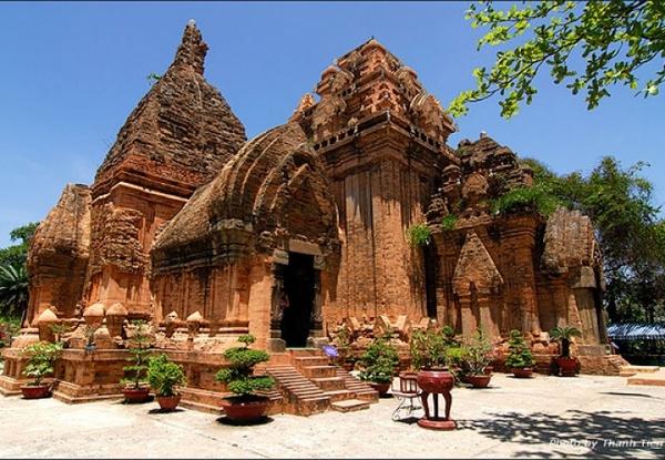 Thánh địa Mỹ Sơn đồ sộ, đỏ rực giữa mảnh đất Quảng Nam