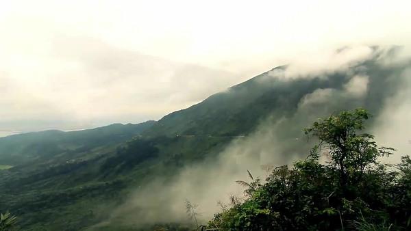 Đèo Hải Vân chìm đắm trong mây