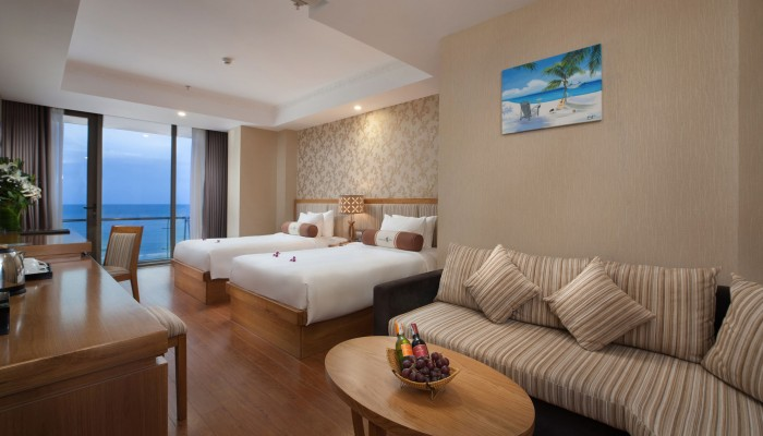 97076_hotelimage_Ocean_Premier_Room_1