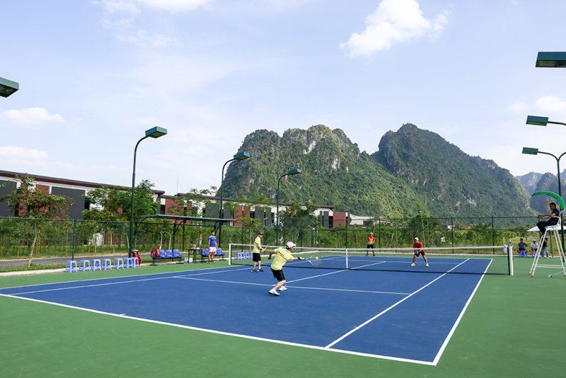 Sân tennis tại Serena Resort Kim Bôi