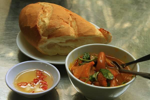Sài Gòn đã được xem là nơi sinh ra món bánh mì kẹp thịt kiểu Việt nổi tiếng